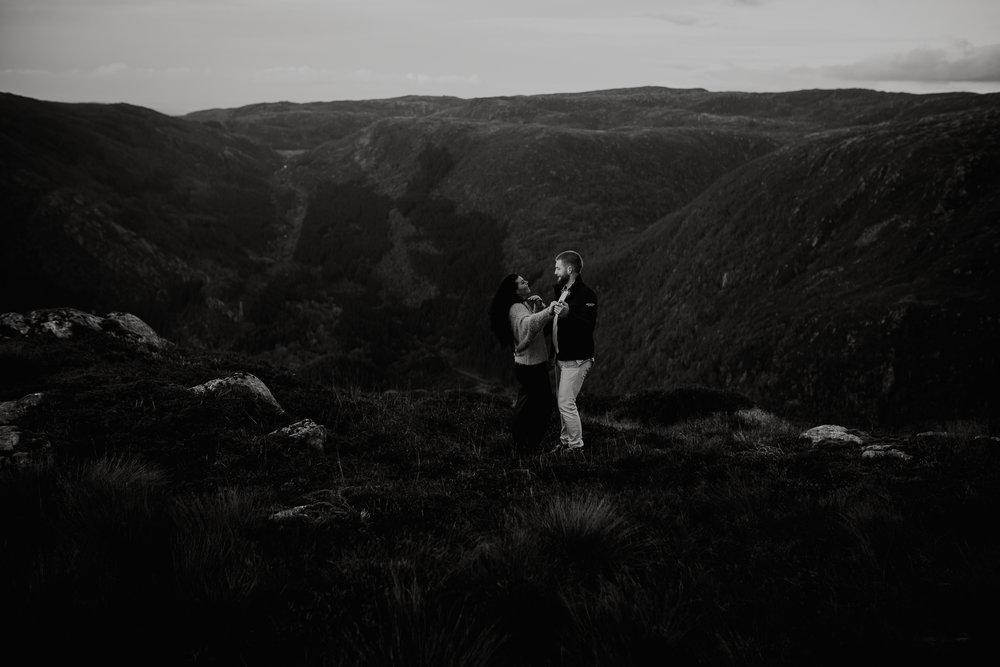 Kjærestefotografering på fjellet - Ulriken-7.jpg