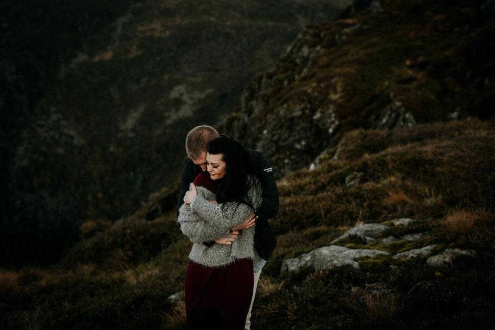 Kjærestefotografering. Bryllupsbilder på Ulriken.