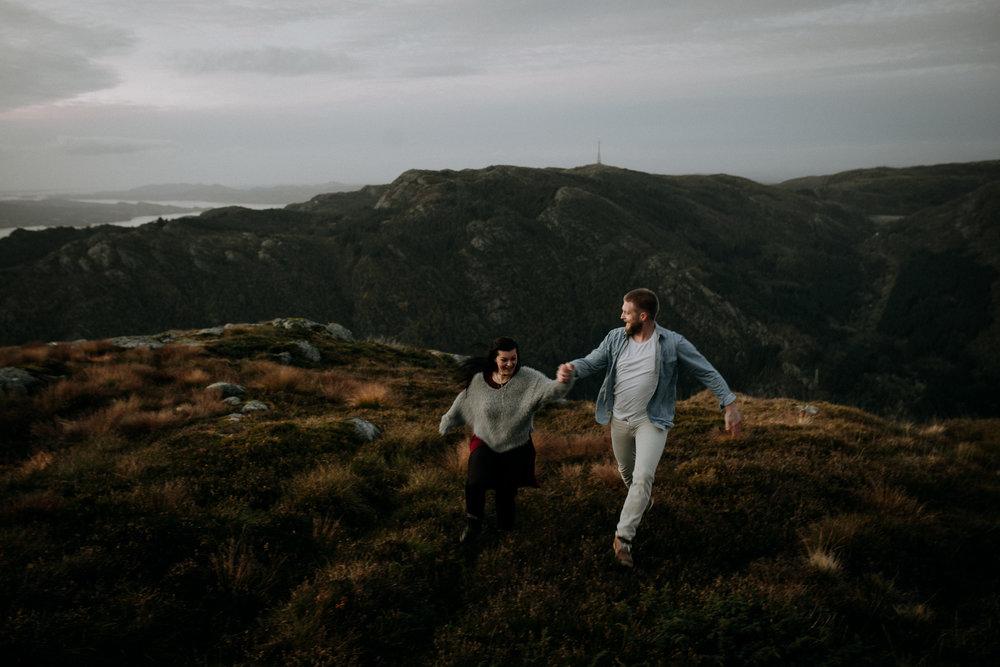 Kjærestefotografering på fjellet - Ulriken-23.jpg