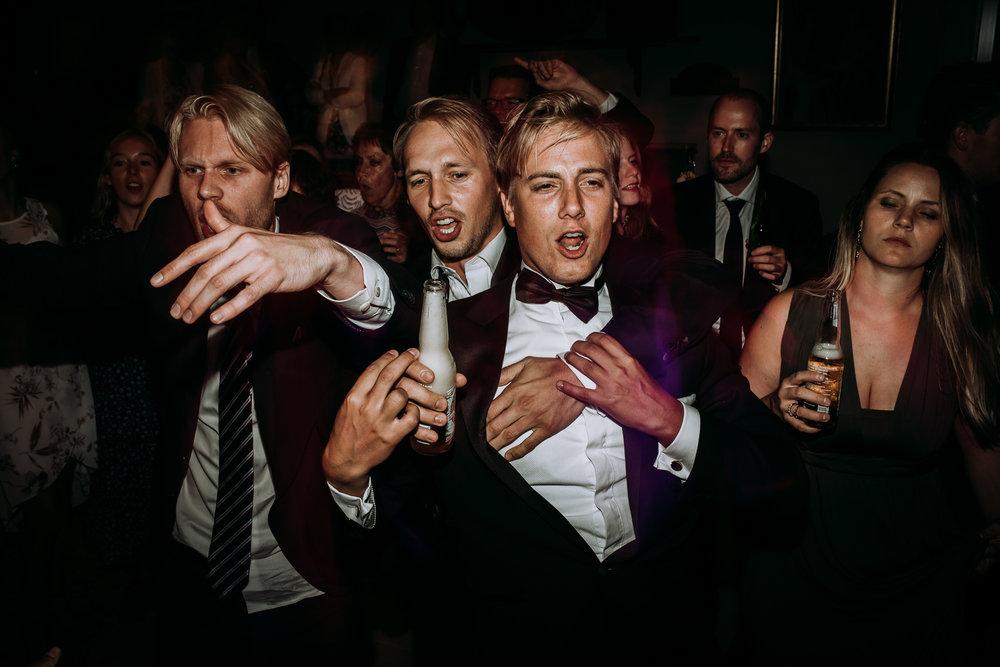 .... Elopement photographer Norway .. Bryllup på Kleivstua fotograf ....