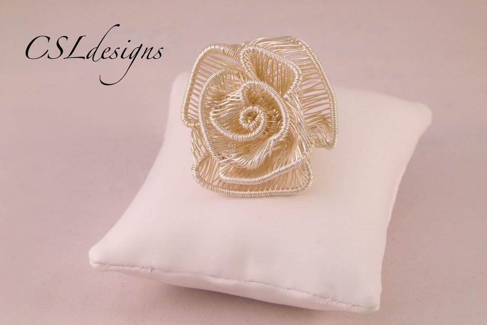 Adjustable wirework rose ring front close pillow.jpg