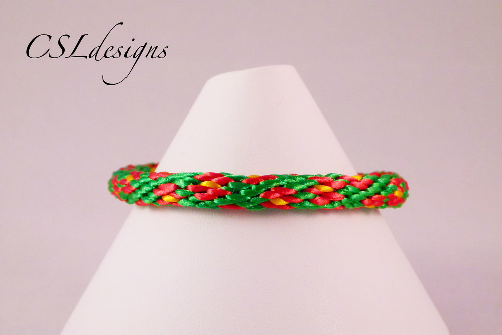 Flower kumihimo braid close.jpg