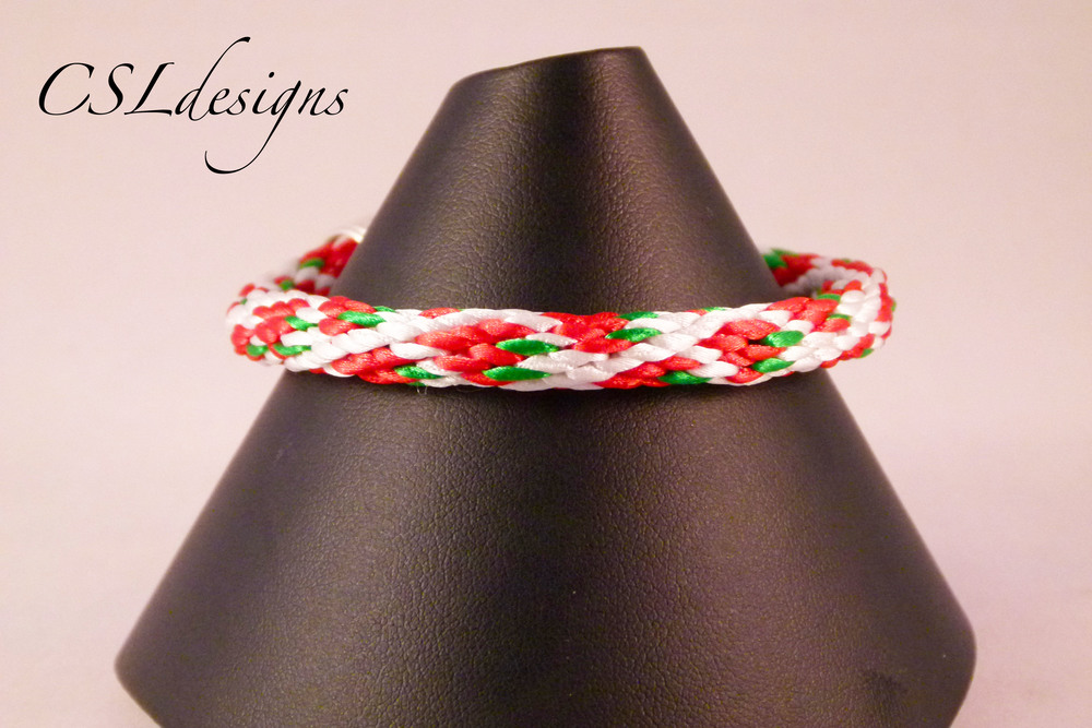 Strawberry kumihimo braid close.jpg