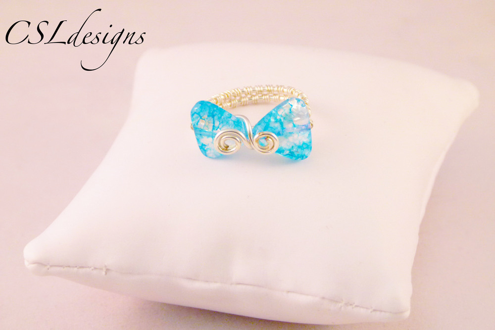 Wirework bow ring blue.jpg