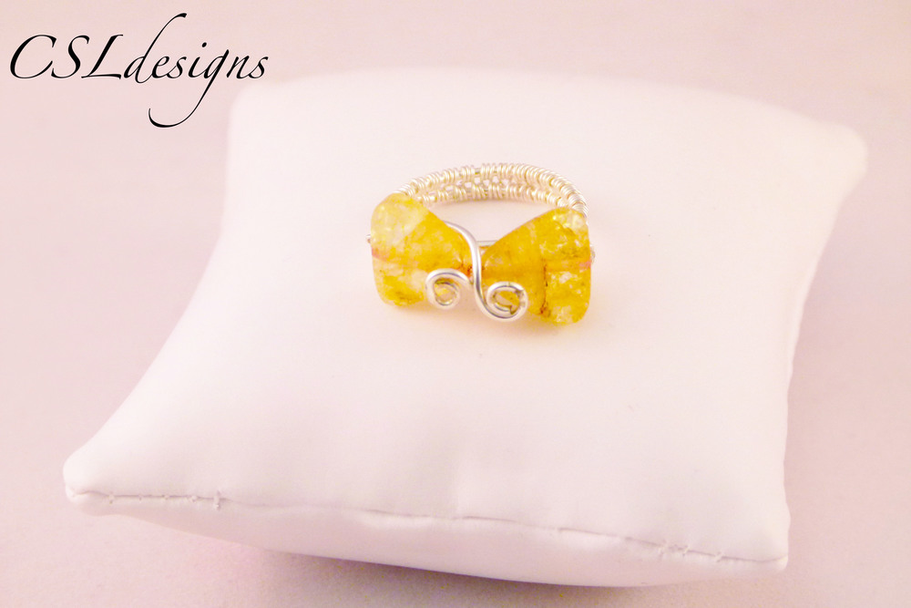 Wirework bow ring yellow.jpg