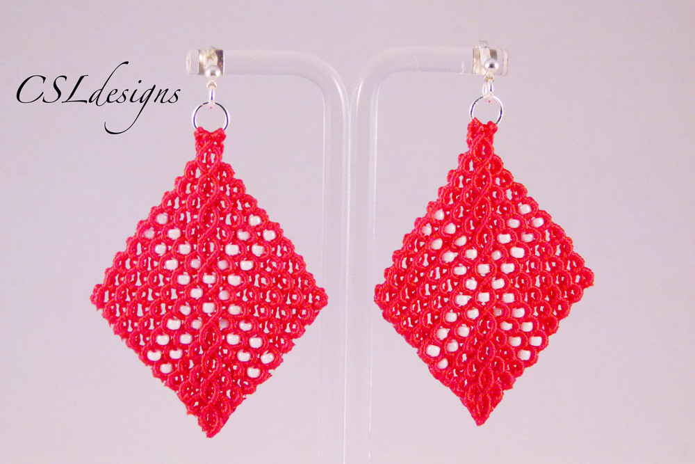 Micro macrame wavy diamond earrings danish flag.jpg