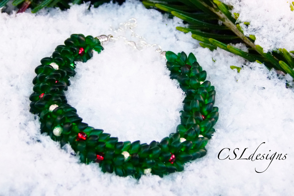 Beaded kumihimo chirstmas wreath bracelet thumbnail.jpg
