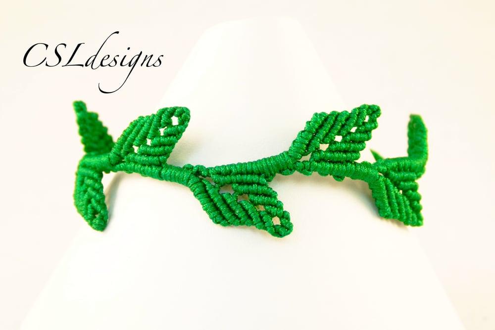 Macrame leaf bracelet thumbnail.jpg