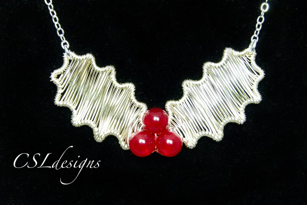 Wirework holly leaf thumbnail.jpg