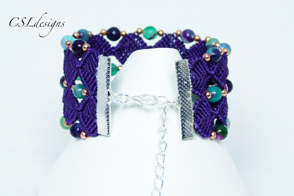 Beaded diamonds micro macrame bracelet back close.jpg