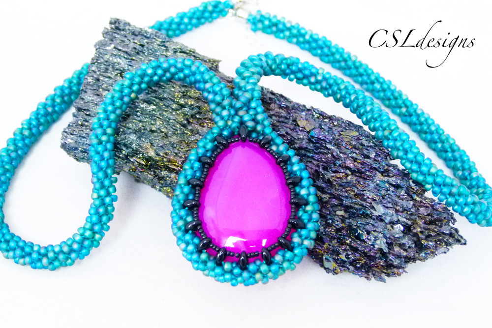 Beaded kumihimo cabochon with SuperDuos pink stone close.jpg