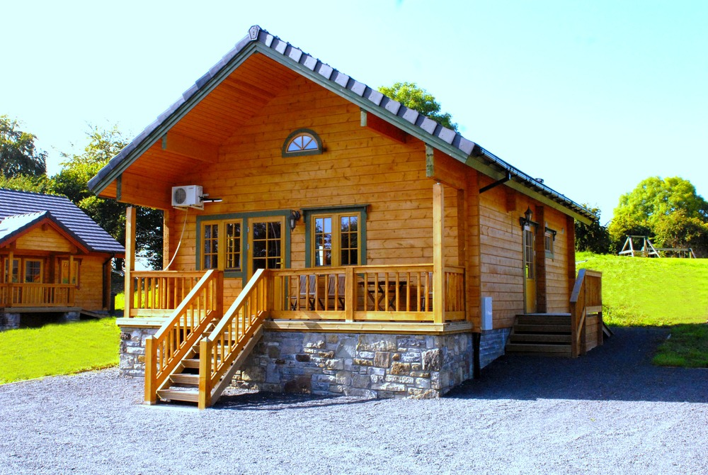Riverhaven Log Cabin.jpg