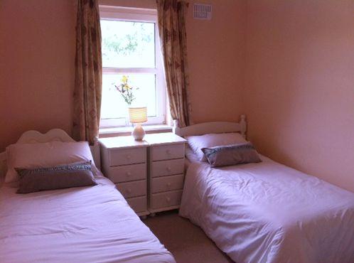 Twin Room Grange Lodge.jpg