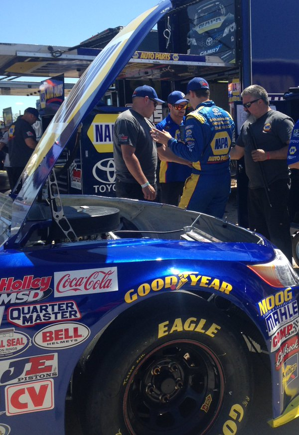 Todd talks with crew chied Chris Lawson and Team after the first KNWest practice at Tucson Speedway.jpg