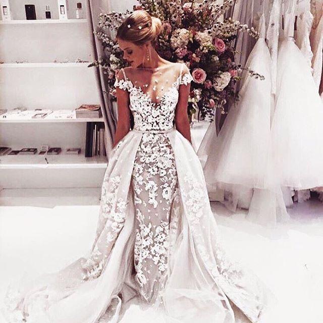New obsession 😍 @bertabridal #weddinggowns #bridalgowns #weddingstylist