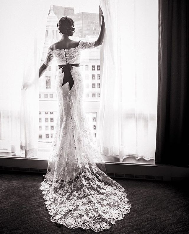 Sunday evening #bridalstyle #bridalinspiration 📸 by @cristinagphoto 👰🏼 by @annamaiercouture