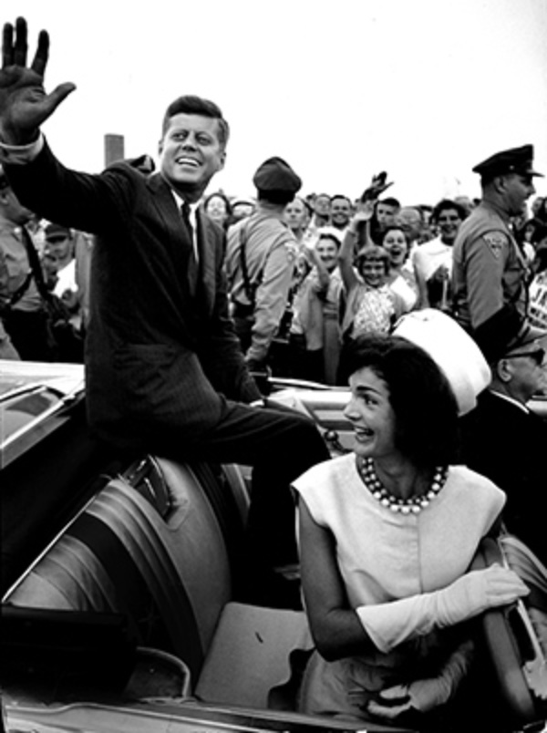 Senator Kennedy's return home to Barnstable Municipal Airport, Hyannis, Massachusetts, July 1960. © Paul Schutzer (Courtesy The LIFE Picture Collection/Getty Images)