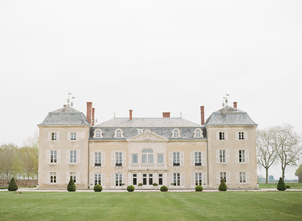 A wide view of Chateau de Varennes in Burgundy, the location of Sylvie Gil's 2016 Workshop; photo by Sylvie Gil