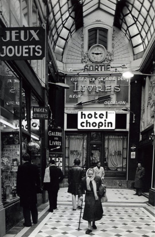 Hotel Chopin, Passage Jouffroy . Robert Doisneau, 1976.