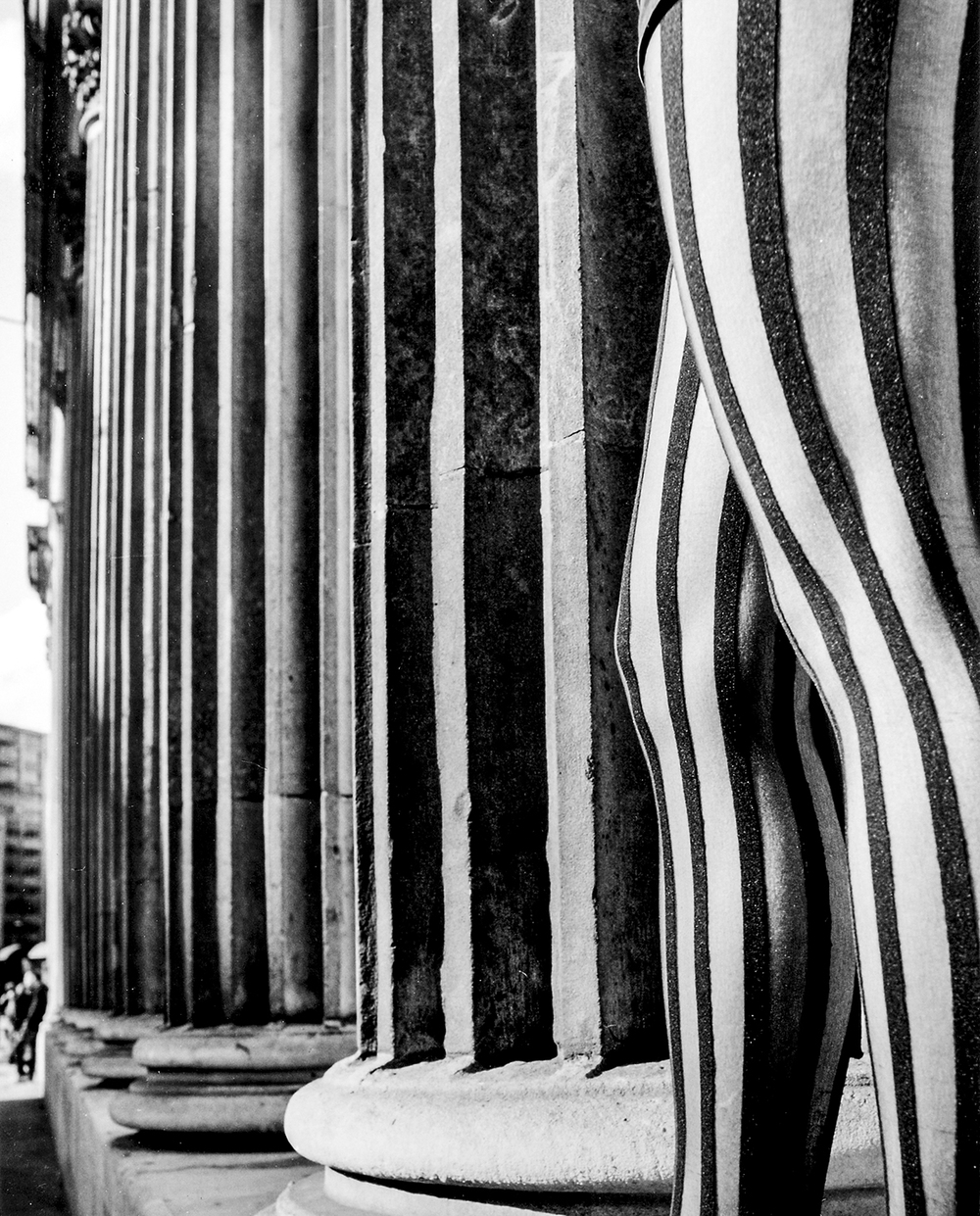 Vertical Stripes   Holly  –   Ionic Columns, EC2