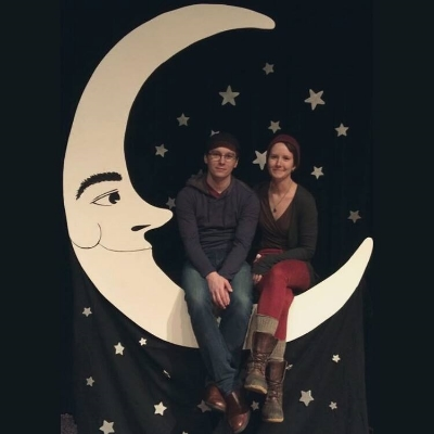 Vintage-style Paper Moon photo backdrop courtesy of Crooked River Fae.