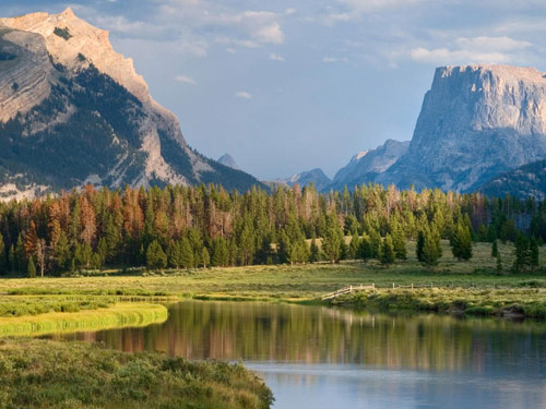 Beautiful Setting - Pinedale is surrounded by the stunning Wind River, Wyoming and Gros Ventre mountain ranges. It is perfectly located amidst the greater Yellowstone eco-system in the Bridger-Teton National Forest.We invite you to explore our beautiful landscape and witness amazing wildlife and enjoy our endless outdoor activities and popular nearby attractions.