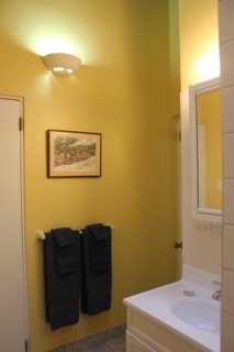 Cottage_4_Bathroom2.jpg
