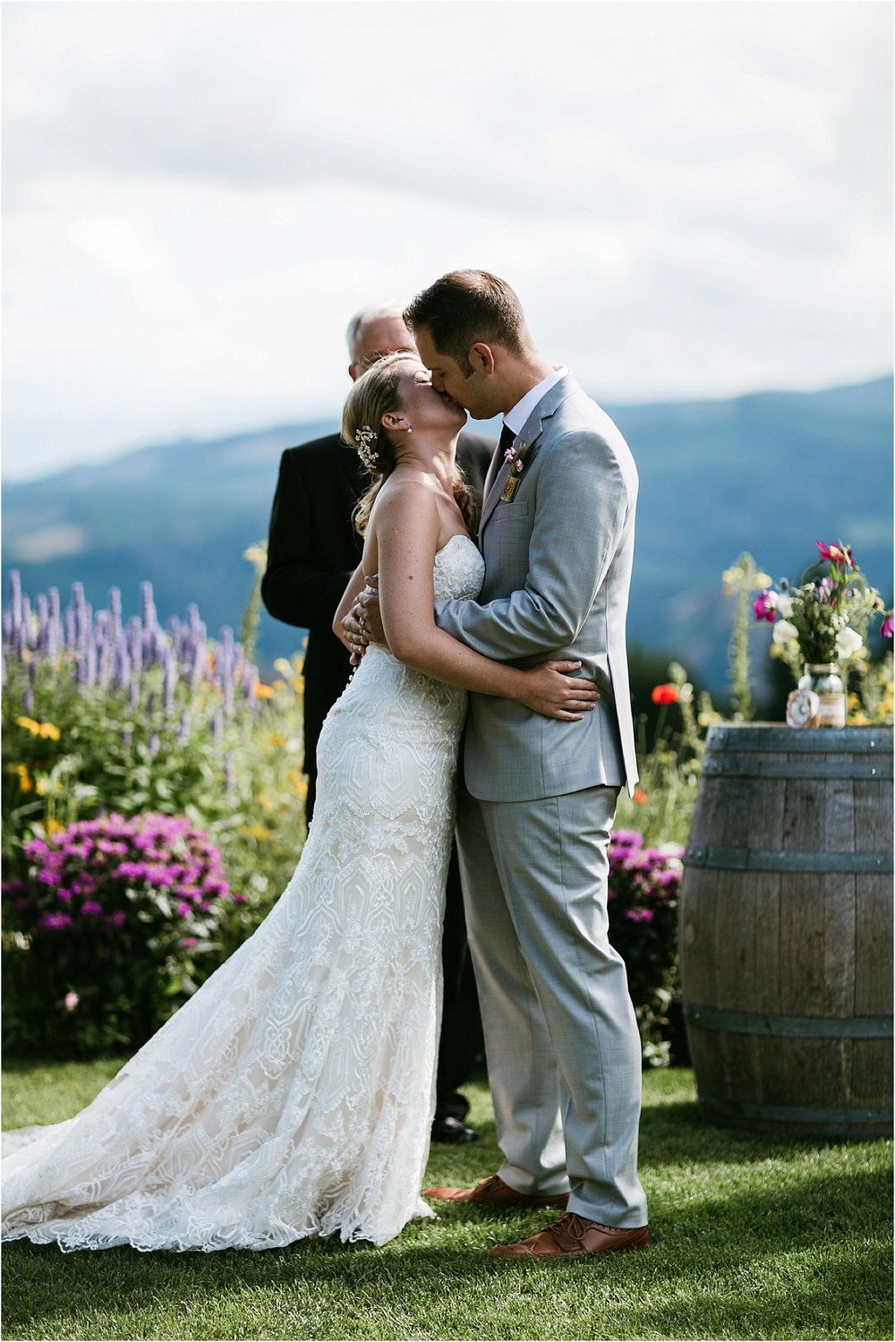 ColumbiaGorgeWedding.OregonWeddingPhotographer-85.jpg