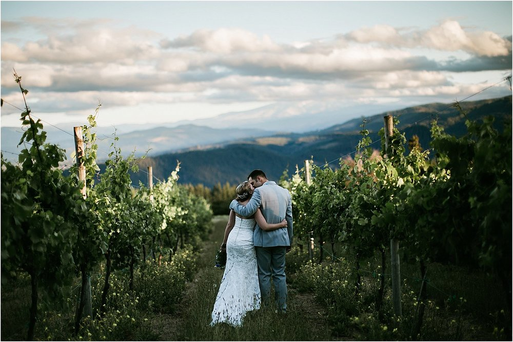ColumbiaGorgeWedding.OregonWeddingPhotographer-134.jpg