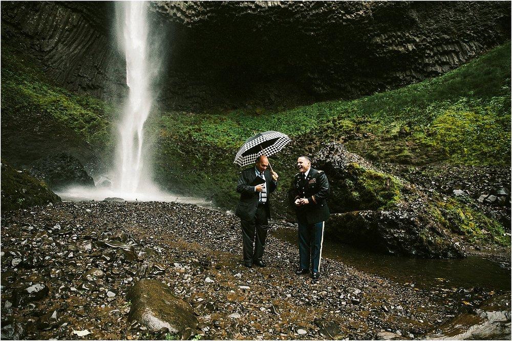OregonWaterfallElopement-12.jpg