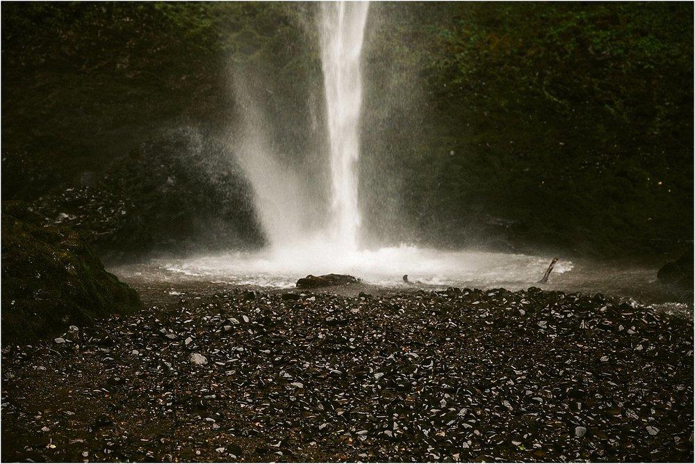 OregonWaterfallElopement-33.jpg