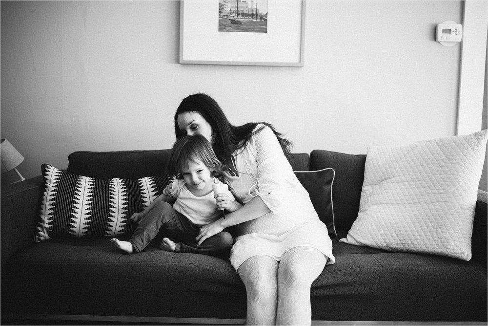 in-home-maternirt-session-portland-oregon_0154.jpg