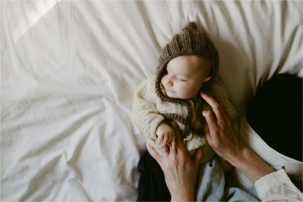 in-home-lifestyle-mama-and-baby-session-portland-family-photographer-2.jpg