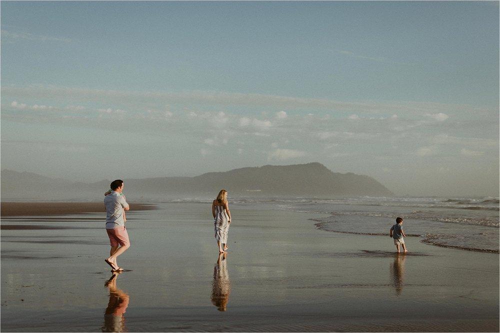 oregon-coast-dramatic-sunset-family-session_0007.jpg