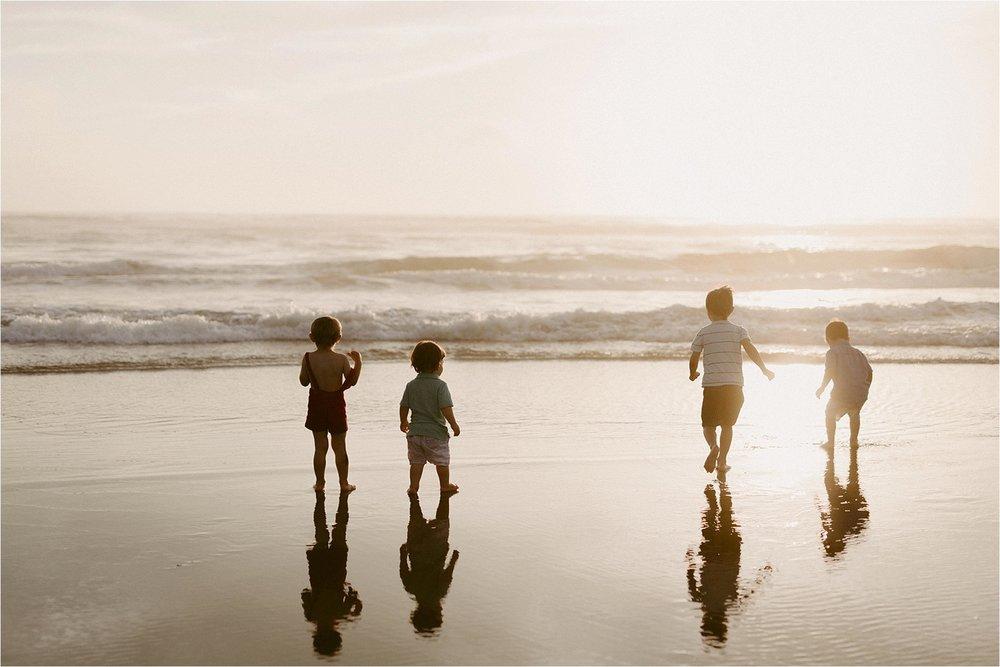 oregon-coast-dramatic-sunset-family-session_0012.jpg