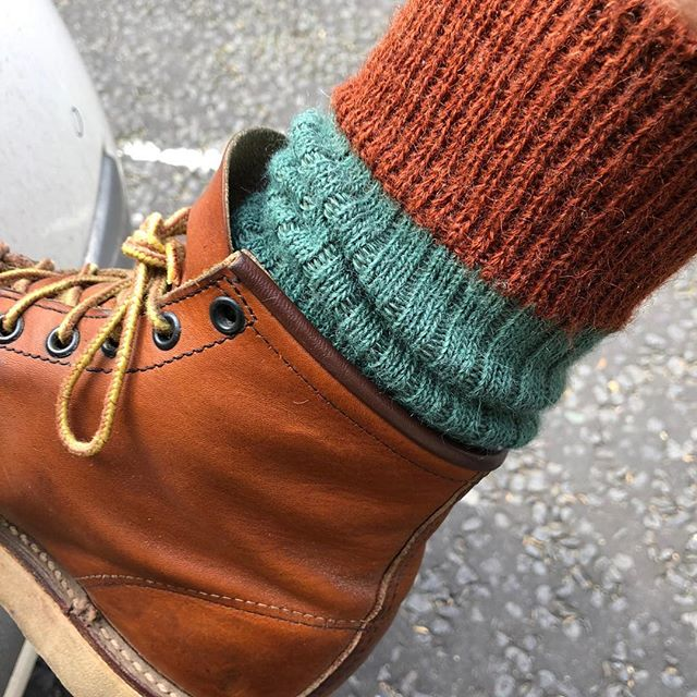 spotted outside a coffee shop in bloomsbury. a fine example of the #eighthruleofsockclub  #sockclublondon #eighthruleofsockclub #socks #sockgame #style #fashion #winter #london #coffee