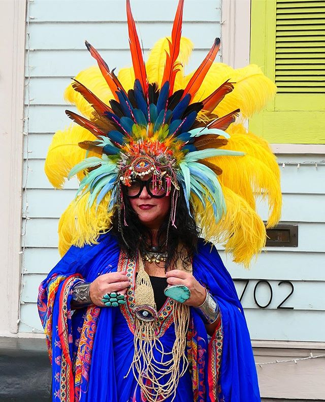 Oh how I love a good headdress. The brilliant and bold artist and master costumer from New Orleans @ellenmacomber will be hosting two HEADDRESS WORKSHOPS at Rancho on the days of our Feasts April 1 and 2. Tickets are online — come join us from 2:00 to 5:00 for some serious fun. ✨ Feasts are sold out, but the bar is open and we're pouring complimentary champagne during the workshop, and taking your gorgeous portraits in the pasture to follow. Come create your very own magic with us. ✨ 📷 @dickcecil in my headdress commission for Mardi Gras by @fauxtale with jeweled ornaments by @depetra. Thank you both for making dreams come true. Come see DePetra's creations at the mercado next week.  #feastsinthefield #roundtop #roundtoptexas #marburgerfarm #exploreroundtop