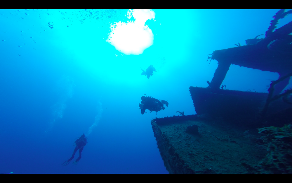 That's me waving, approaching the wreck at about 75 feet.