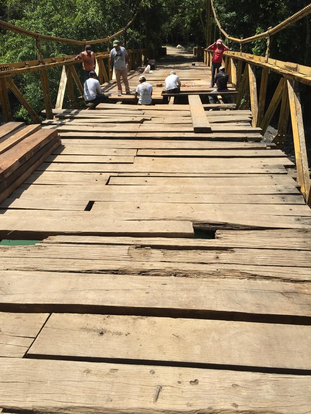 Repairing the footbridge in Semuc Champey.