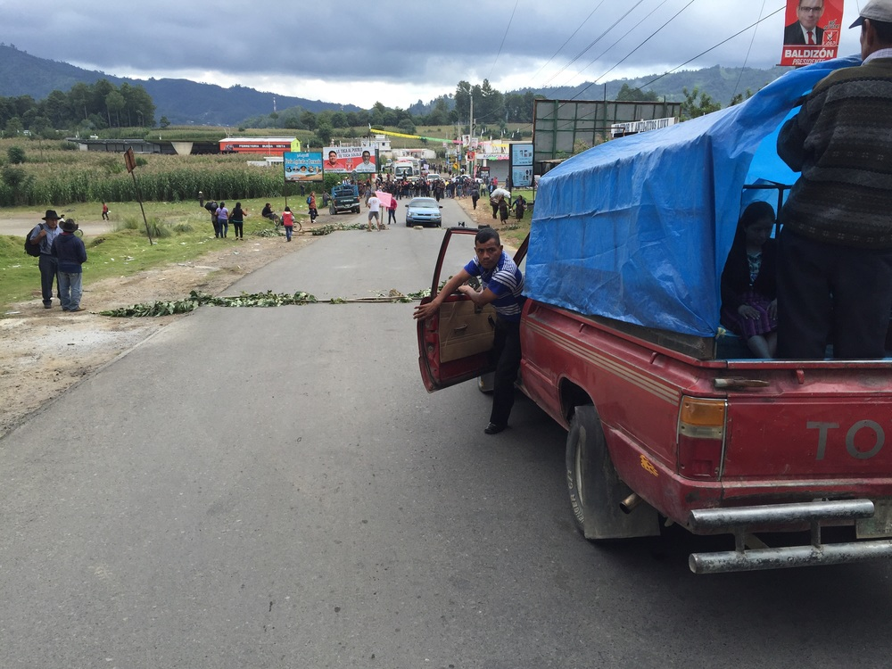 Blockade between Sololá and Los Encuentros. Protestors in the background.