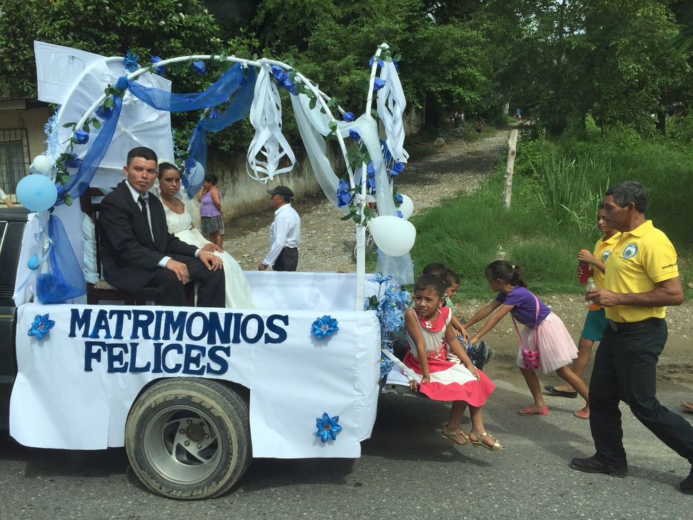 Newlyweds, about halfway between Copán Ruinas and San Pedro Sula.