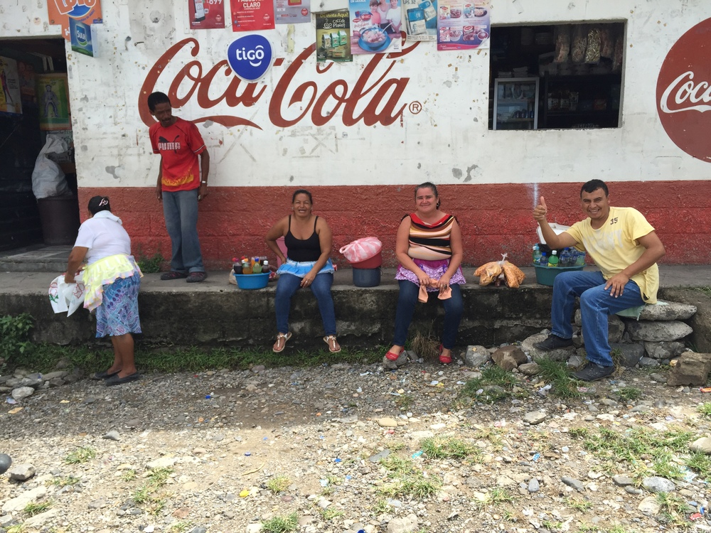 Half an hour to kill and made some friends in La Entrada, Honduras.