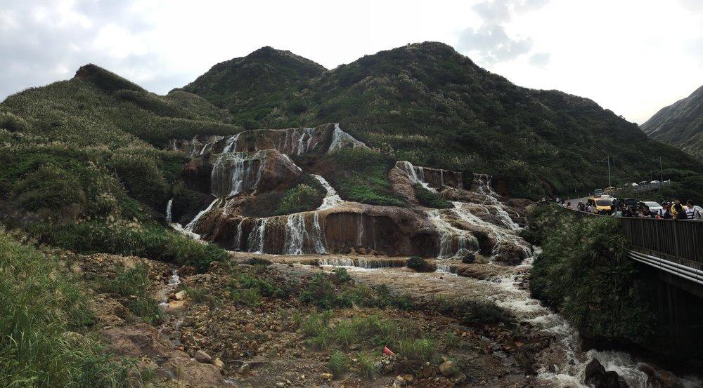 Golden Waterfall (黃金瀑布).