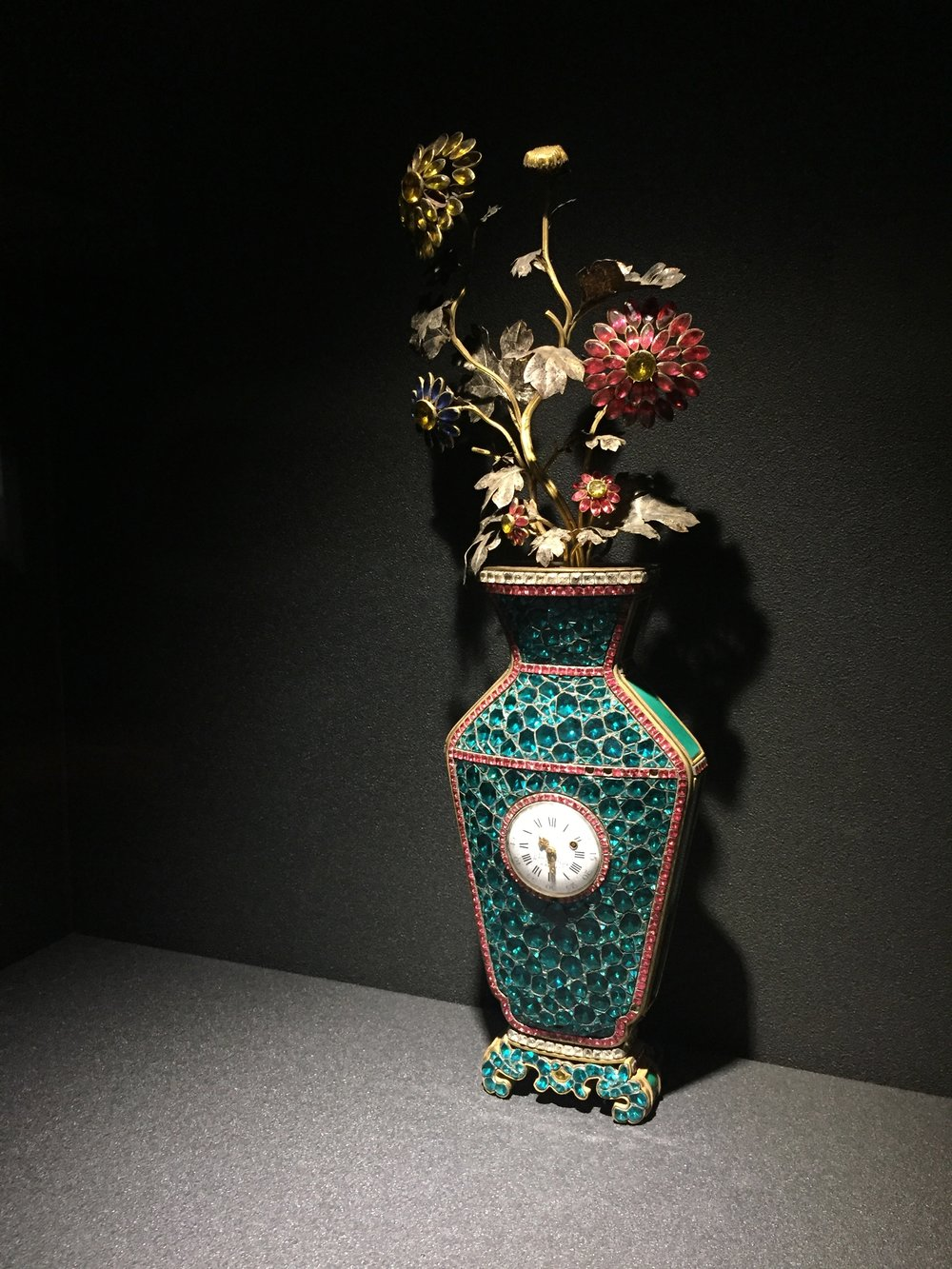 Hanging vase fitted with a clock, from the Qing dynasty (1644-1911).