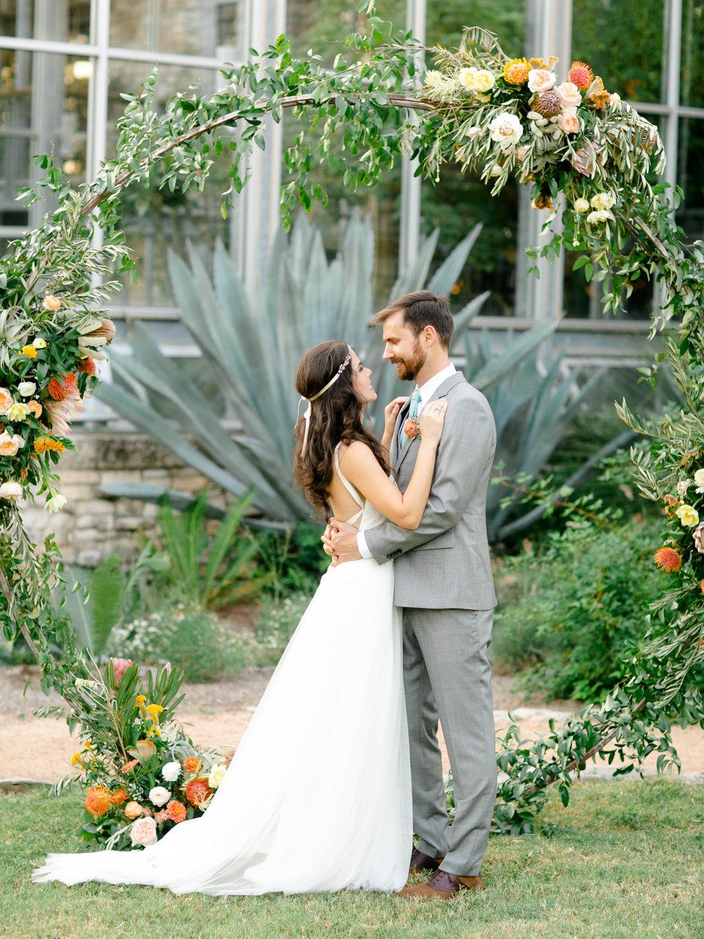 Best-Austin-Denver-California-Wedding-Photographer-Greenhouse-Driftwood34.jpg