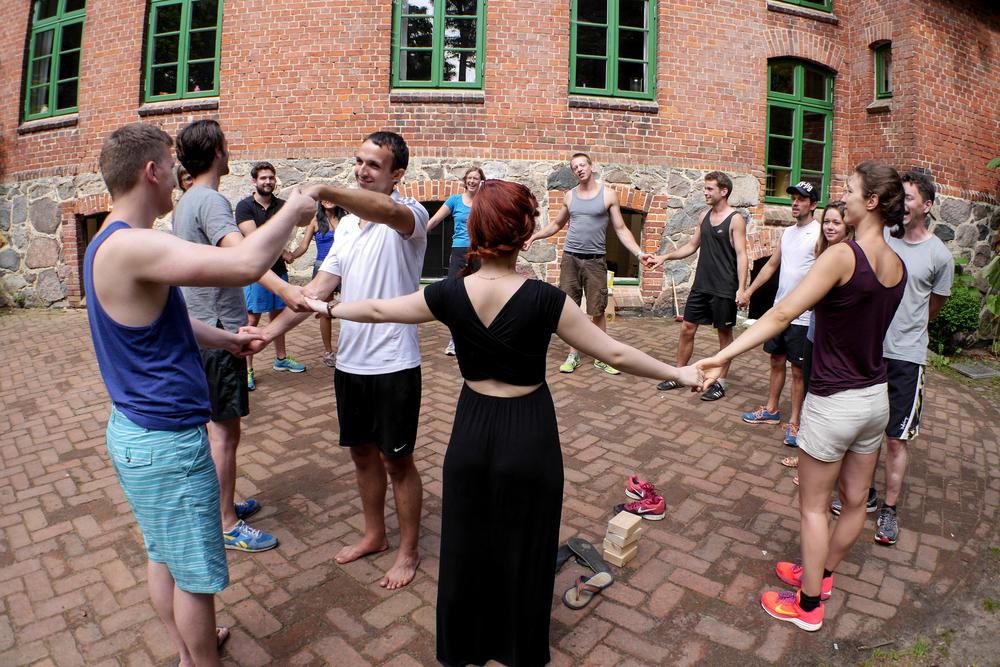 Gruppenspiele für erwachsene zum kennenlernen