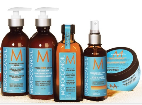 c3590b13030 In this heat you MUST keep your curls hydrated with either  Morrocan/Argan/Almond or Coconut Oil. The consistency of these products is  the same as the oil ...