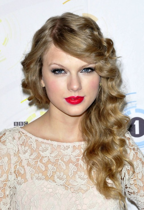 Should i cut my bangs bangs or no bangs things to consider taylor swift curly hairstylesg solutioingenieria Choice Image