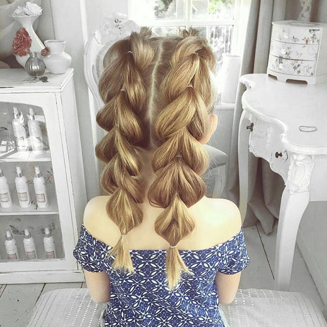 Omg how sweet is this double pull-through hairstyle on this little cutie ❤ If you don't learn to do this on yourself... learn it for your daughters, haha! 👧 Tutorial link: www.bit.ly/pullthroughbraid / Photo by @sweethearts_hair_design