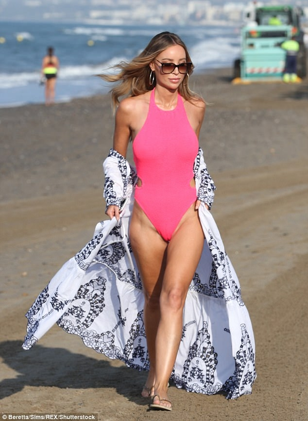 http://www.dailymail.co.uk/tvshowbiz/article-4778026/Lauren-Pope-shows-results-breast-reduction-swimsuit.html